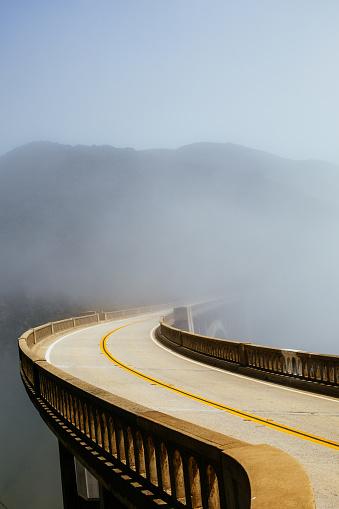 Monterey Peninsula「Road in the Morning Fog」:スマホ壁紙(19)