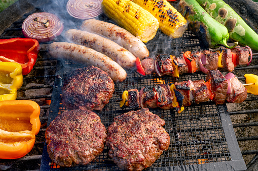 Weekend Activities「A Beautiful Mixed Grill, Meat And Fresh Vegetables Arranged On A Charcoal Grill」:スマホ壁紙(12)