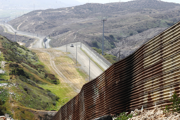 Mexico「President Trump Signs Memorandum To Deploy National Guard To Mexican Border」:写真・画像(6)[壁紙.com]