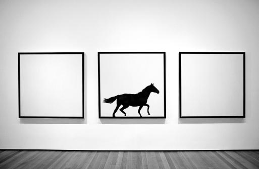 Bizarre「Horse running inside picture frame.」:スマホ壁紙(15)