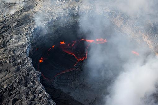 Active Volcano「Pu'u O'o caldera site on current Kilauea Volcano eruption on Hawaii Island」:スマホ壁紙(3)