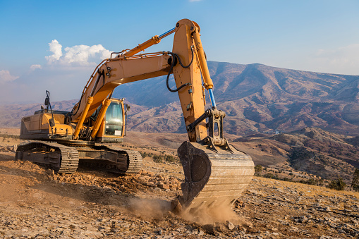 Earth Mover「Excavator working at Construction Site on sunny day」:スマホ壁紙(10)