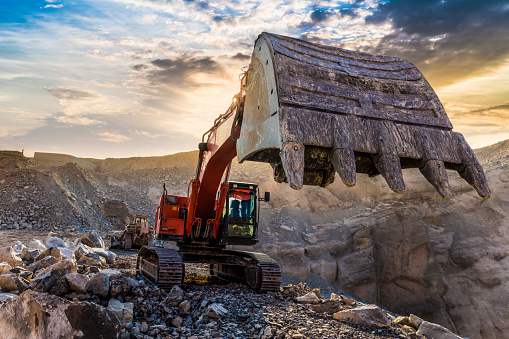 Earth Mover「Excavator working at Mining site」:スマホ壁紙(14)