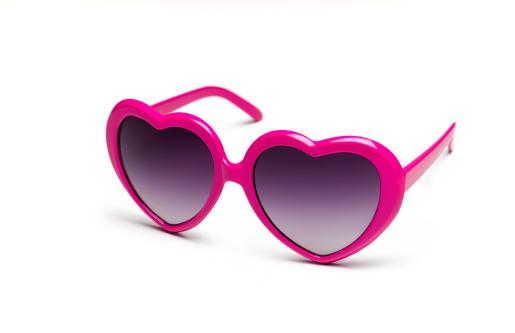 Heart「Heart shaped sunglasses on white background」:スマホ壁紙(9)
