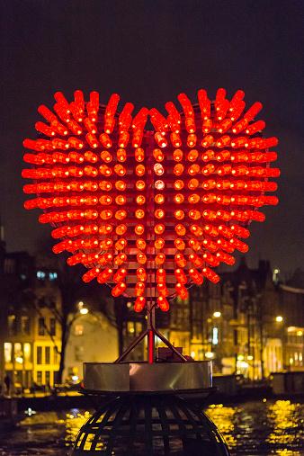 Heart「Heart shaped light installation」:スマホ壁紙(13)