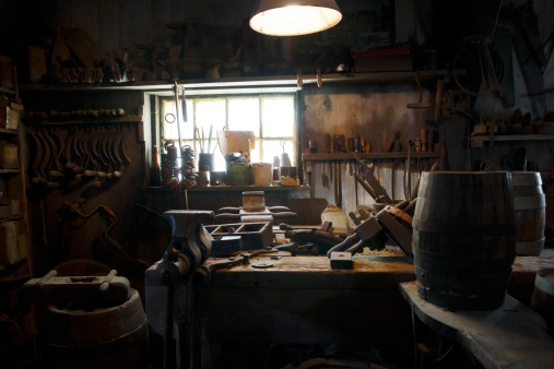 Workshop「Carpenter tools on a wooden table」:スマホ壁紙(4)