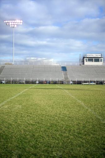 Stadium「Football field and bleachers」:スマホ壁紙(15)