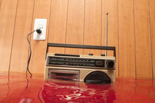 Flood「Radio in flooded basement」:スマホ壁紙(8)