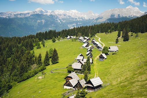 Chalet「Idyllic Alpine Village In Slovenia」:スマホ壁紙(19)