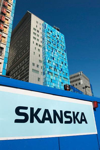 Surrounding「Skanska name on hoarding surrounding Royal London Hospital during construction, Britains largest new hospital, Whitechapel, East London, UK」:写真・画像(14)[壁紙.com]
