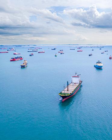 Pier「Ships in port seen from above」:スマホ壁紙(1)
