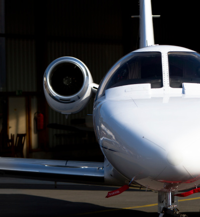 Commercial Airplane「Corporate Jet in Hangar Close-up」:スマホ壁紙(5)