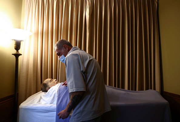 Identity「Southern California Mortuary Handles Increased Deaths During COVID-19 Pandemic」:写真・画像(15)[壁紙.com]