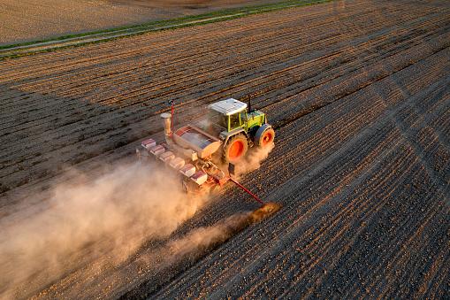 Planting「Tractor Seeding Wheat, Aerial View」:スマホ壁紙(16)