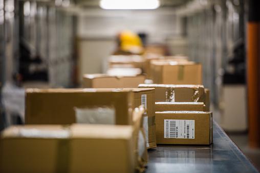 Packaging「Boxes on conveyer belt」:スマホ壁紙(17)
