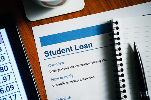 University Student「Student Loan Document.Desk top scene.」:スマホ壁紙(6)