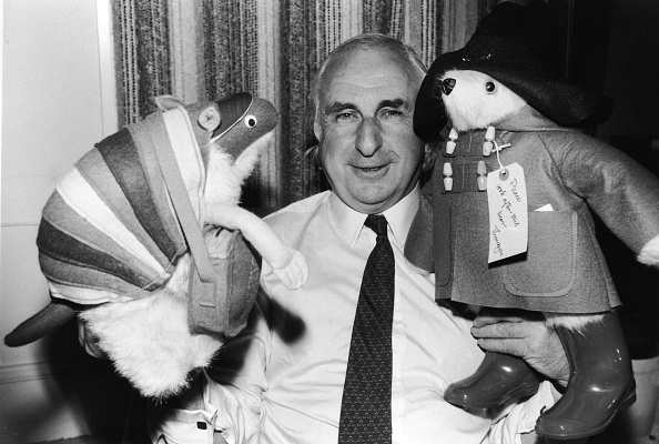 Stuffed「Michael Bond With Paddington Bear」:写真・画像(15)[壁紙.com]