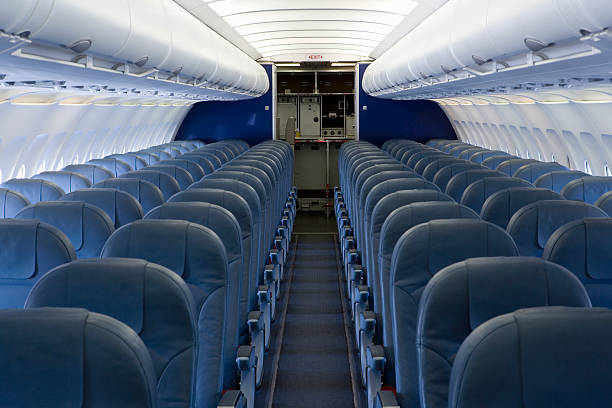 The empty cabin of an airplane:スマホ壁紙(壁紙.com)