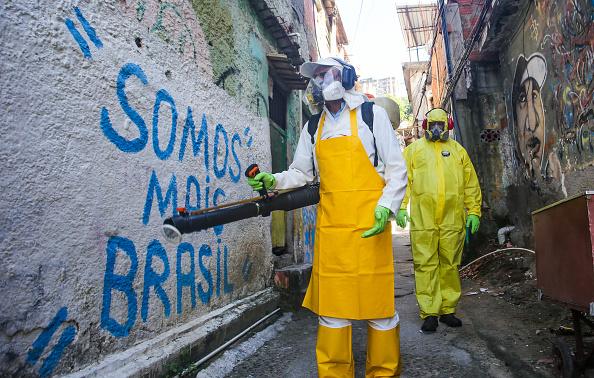 Brazil「Sanitary Agents from the The City Council of Niteroi Sanitize Favela Vila Ipiranga Due to the Coronavirus (COVID -19) Pandemic」:写真・画像(3)[壁紙.com]