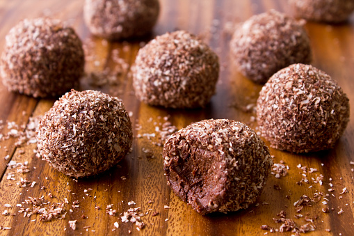Sphere「Raw Chocolate Bliss Balls」:スマホ壁紙(19)
