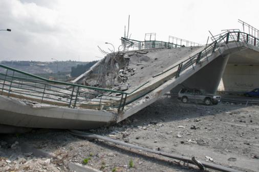 Collapsing「Lebanon, Beirut, Bridge destroyed by war」:スマホ壁紙(6)