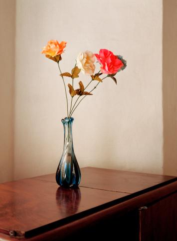 Artificial「Old style vase of flowers in minimal room」:スマホ壁紙(12)