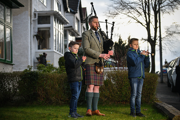"""Musical instrument「Scotland's Bagpipers Join """"Pipe Up For Key Workers"""" Tribute」:写真・画像(9)[壁紙.com]"""