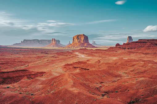 Utah「Monument Valley during a sunny day」:スマホ壁紙(4)