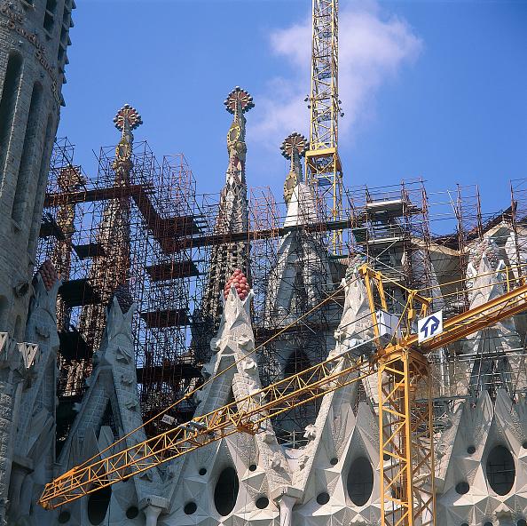 サグラダ・ファミリア「Construction of roof and spires at Sagrada Familia. Barcelona, Catalunya, Spain. 2001. Designed by Antoni Gaudi.」:写真・画像(12)[壁紙.com]