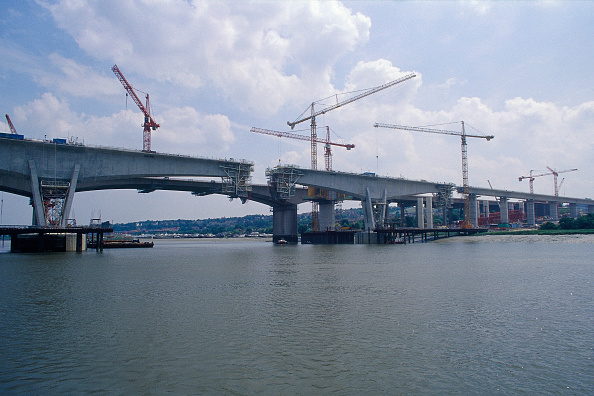 Medway River「Construction of the Medway Bridge for the Channel Tunnel Rail Link. Kent, United Kingdom, 2001.」:写真・画像(13)[壁紙.com]