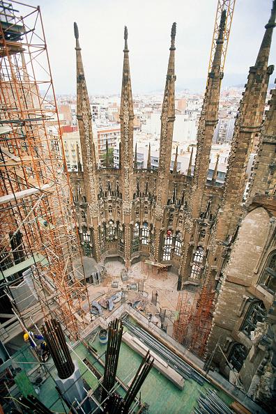 サグラダ・ファミリア「Construction of hollow stone columns with reinforcement for concrete. Sagrada Familia Cathedral. Designed by Antoni Gaudi. Barcelona, Catalunya, Spain.」:写真・画像(9)[壁紙.com]