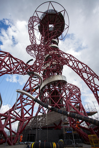 Architecture「Slides Are Fitted Around The Olympic Orbit Sculpture」:写真・画像(3)[壁紙.com]