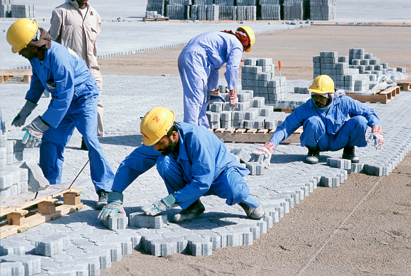 Persian Gulf Countries「Construction workers laying block paving for container stacking areas, Dubai port Jebel Ali, UAE.」:写真・画像(4)[壁紙.com]