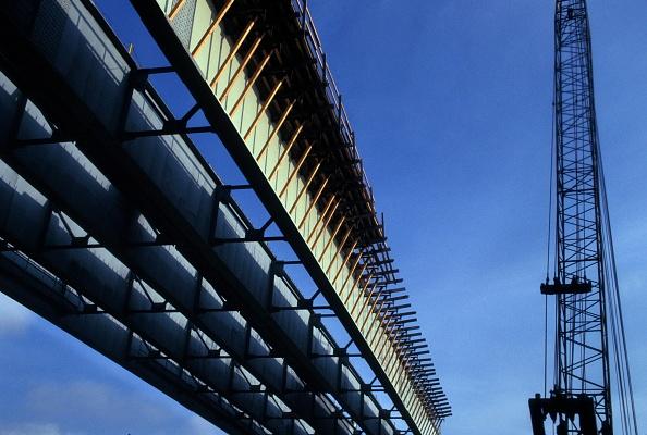 Construction Industry「Construction of a freeway bridge」:写真・画像(8)[壁紙.com]