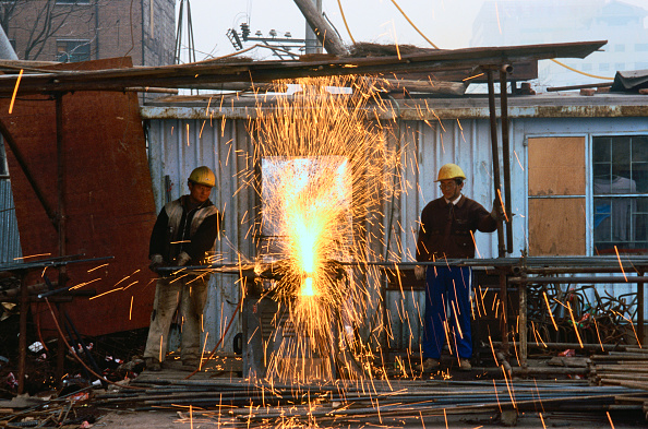 Hardhat「Construction workers welding on a building site, Beijing, China.」:写真・画像(17)[壁紙.com]