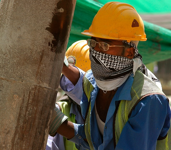 Hardhat「Construction Workers, New Air Terminal, Dubai, United Arab Emirates.」:写真・画像(15)[壁紙.com]