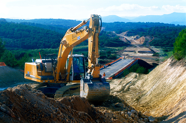 Construction Vehicle「Construction of the high speed railway between Barcelona and Madrid in Spain.」:写真・画像(6)[壁紙.com]