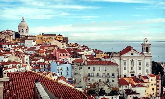 Rooftop「Portugal, Lisbon, view of Alfama neighborhood」:スマホ壁紙(10)