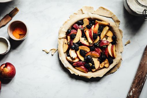 Recipe「Process of making a tasty german lattice fruit pie」:スマホ壁紙(13)