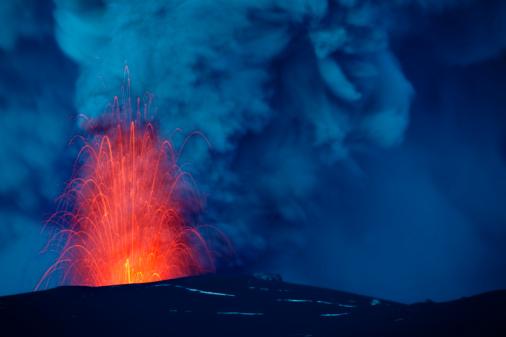 Volcano「Eruption of the Eyjafjallajökull volcano.」:スマホ壁紙(2)