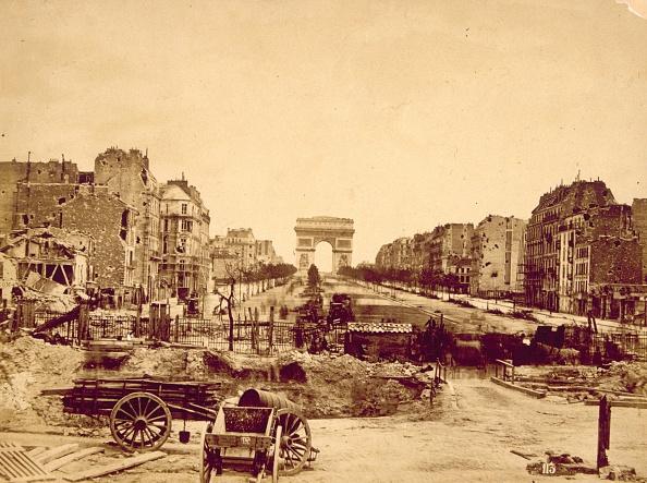 Paris - France「Barricade In Paris」:写真・画像(2)[壁紙.com]
