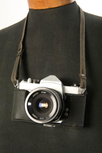Belt「old reflex camera hanging on a mannequin」:スマホ壁紙(15)