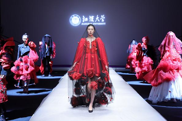 Layered Dress「2021 China Graduate Fashion Week - Day 5」:写真・画像(6)[壁紙.com]
