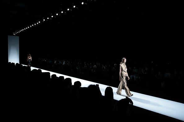 Catwalk - Stage「Anne-Sofie Madsen S/S 2017 Collection - Runway - Amazon Fashion Week TOKYO」:写真・画像(10)[壁紙.com]