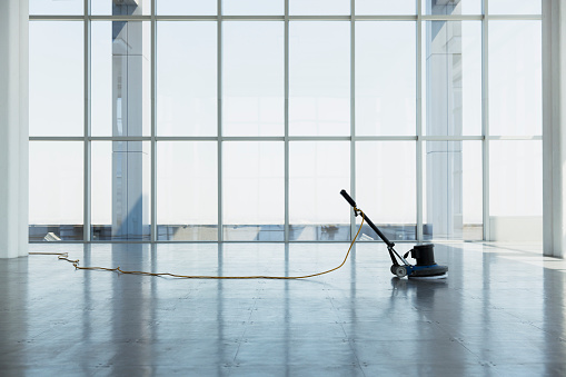 Cleaning「floor buffing machine in large empty office space」:スマホ壁紙(3)