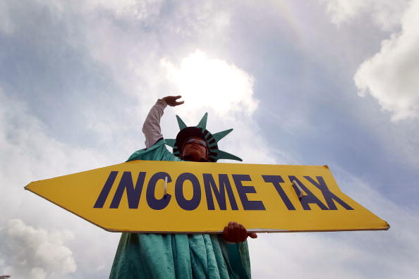 Politics「Tax Preparers Work To Meet Tomorrow's Deadline」:写真・画像(7)[壁紙.com]