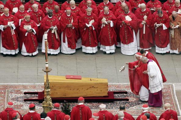 Peter Macdiarmid「Funeral Held For Pope John Paul II」:写真・画像(9)[壁紙.com]
