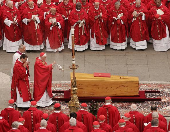 Peter Macdiarmid「Funeral Held For Pope John Paul II」:写真・画像(3)[壁紙.com]