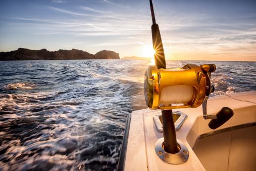 Leisure Activity「Ocean Fishing Reel on a Boat in the Ocean」:スマホ壁紙(13)