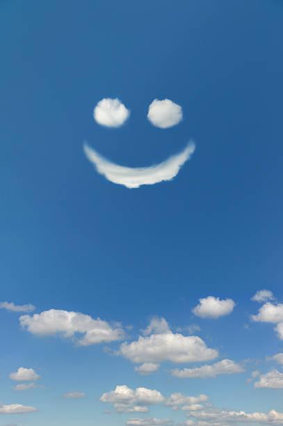Clouds forming smiley face in sky:スマホ壁紙(壁紙.com)